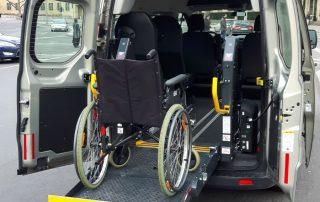 Rollstuhlgerechter Mietwagen Ford Custom Behindertengerecht