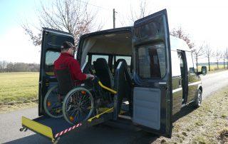 Transit mit Hebebühne - Rollstuhlgerechter Mietwagen
