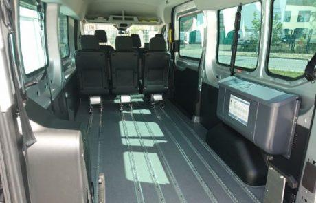 Behindertengerechter Ford Transit 9Sitzer in Berlin zum mieten