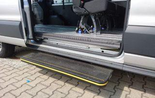 Behindertentransportwagen Transit GT Trittstufe Seitlich