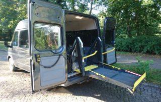 Behindertengerechter Ford Transit mit Linearlift
