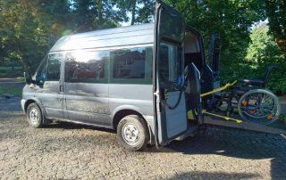 Ford Transit mit Linearlift Mietwagen für Behinderte in Berlin
