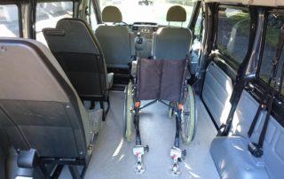 Rollstuhlgerechter Ford Transit innenansicht mit Rollstuhl