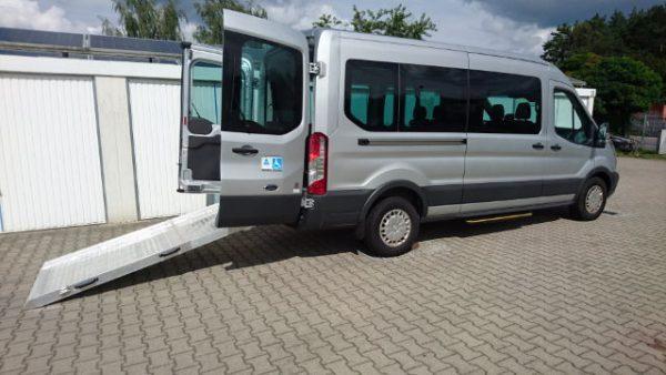 Ford Transit GT 9-Sitzer Mietwagen Behindertentransport Rollstuhltransport Berlin